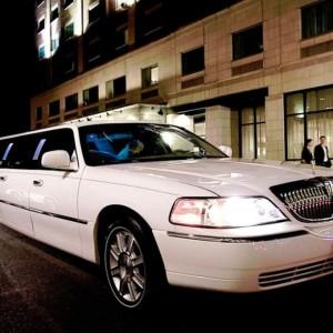 lincoln-town-limo-10m-croatia-weddings-in-croatia1024x681